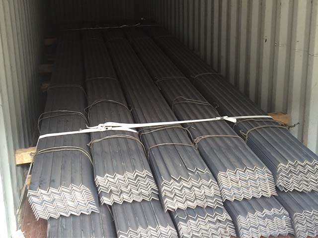pastrello-autotrasporti-logistica-del-siderurgico-container-profili