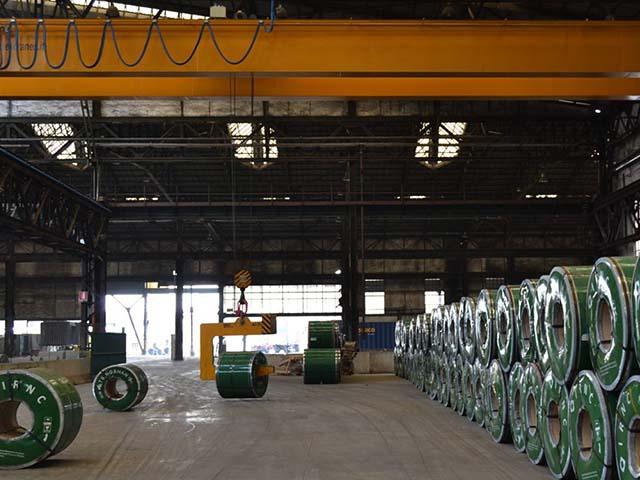 pastrello-autotrasporti-logistica-del-siderurgico-movimentazione-stoccaggio-coils-carroponte-funzione-deposito