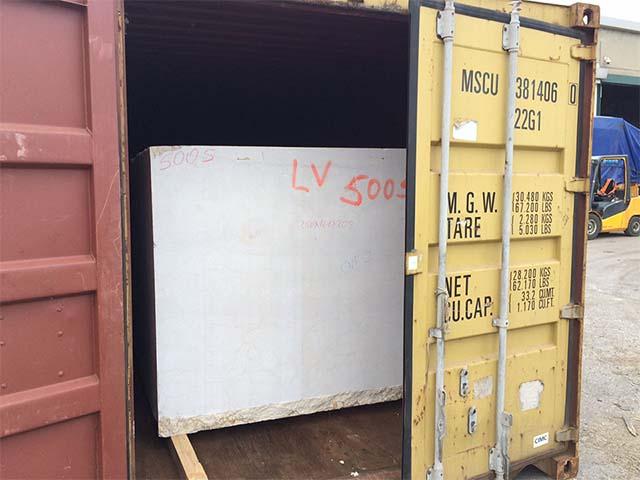 pastrello-autotrasporti-logistica-deposito-movimentazione-marmo-pesante-container-aperto