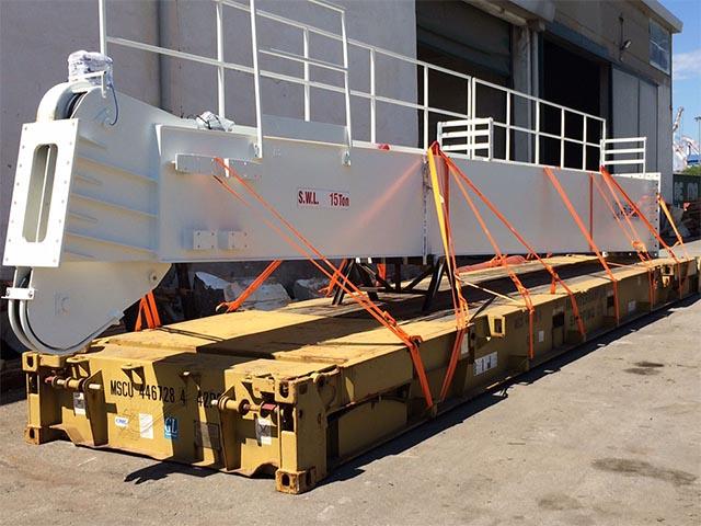pastrello-trasporti-import-export-container-eccezionali-via-mare-braccio-gru-su-rimorchio