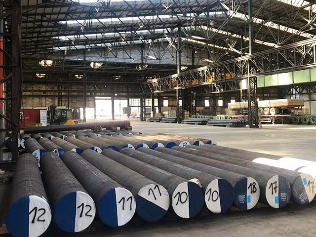 pastrello-trasporti-logistica-siderurgico-deposito-interno-tondoni-