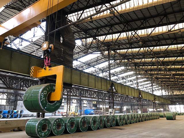 pastrello-trasporti-logistica-siderurgico-movimentazione-deposito-carroponte-sollevamento-bobine-coils