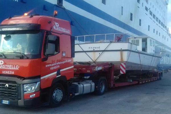 Trasporto imbarcazione al porto di Marghera
